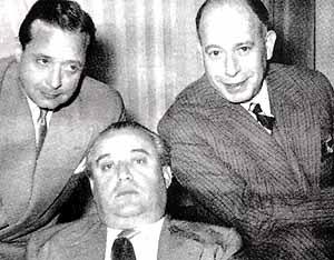 Miguel Mihura, López Rubio y Edgarn Neville, pertenecientes a esa otra Generación del 27